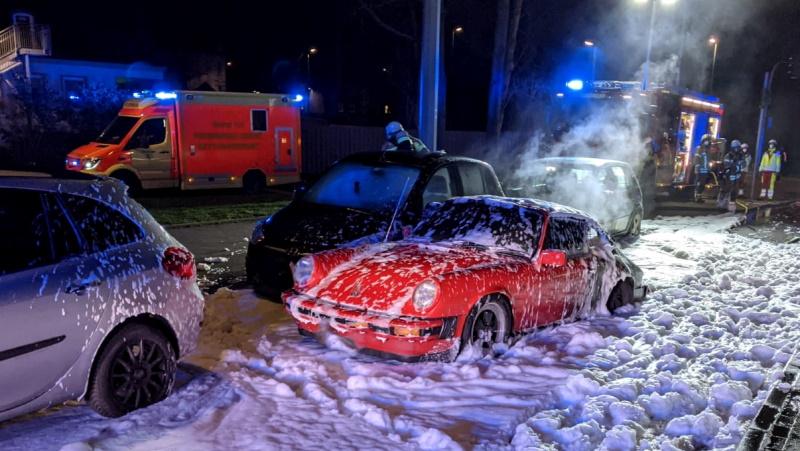 Wanne-Eickel-Verpuffung-nach-Motorschaden-45-Jahre-alter-Porsche-ausgebrannt