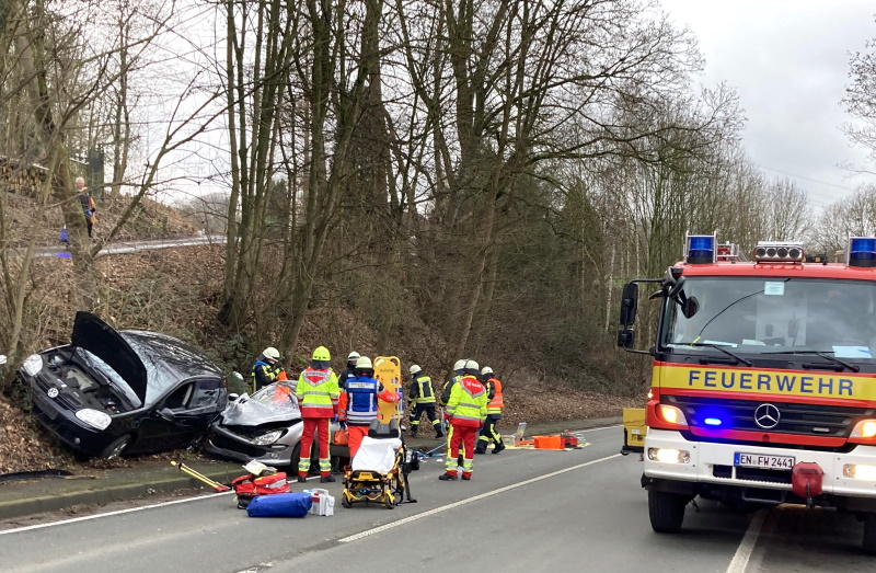 Bredenscheider-Stra-e-Verkehrsunfall-mit-zwei-Verletzten